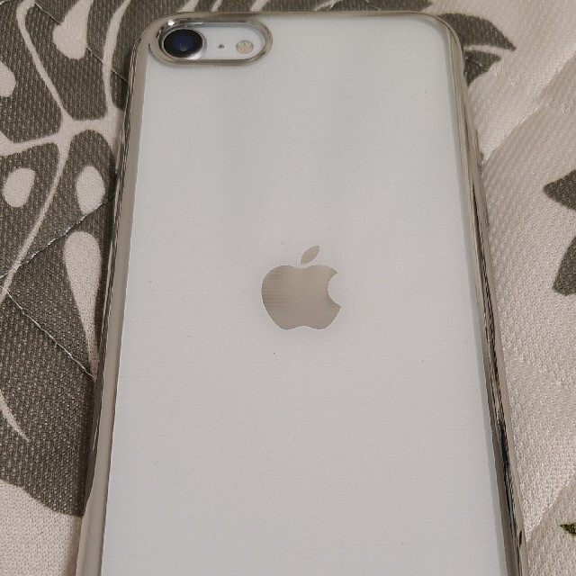 iPhone(アイフォーン)のiPhoneSE第2世代 白 64GB simロック解除 スマホ/家電/カメラのスマートフォン/携帯電話(スマートフォン本体)の商品写真