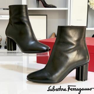 Salvatore Ferragamo - 2146 美品 フェラガモ 花型ヒール レザー ショートブーツ 黒
