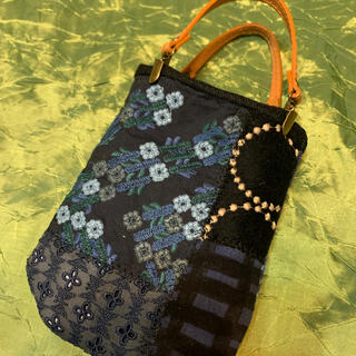 mina perhonen - ミナペルホネン青い小花刺繍小さなトーストバックです。