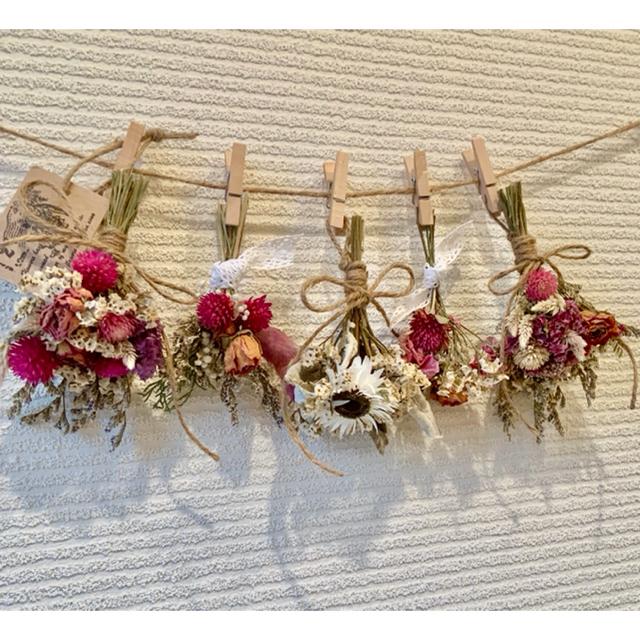 お花たっぷりドライフラワー スワッグ ガーランド❁110薔薇ローズ白ピンク花束 ハンドメイドのフラワー/ガーデン(ドライフラワー)の商品写真