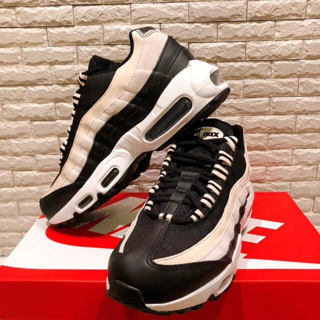 NIKE(ナイキ)の【新品未使用】ナイキ エアマックス95 ベージュ CV8828-001 24.5 レディースの靴/シューズ(スニーカー)の商品写真