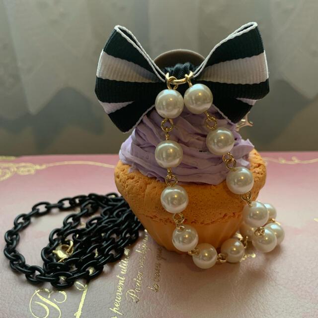 Q-pot.(キューポット)のHEXENHAUS ハロウィンカップケーキネックレス ハンドメイドのアクセサリー(ネックレス)の商品写真