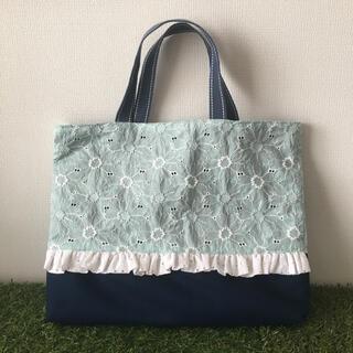 【ハンドメイド】マーガレット刺繍のフリルレッスンバッグ ミント×さくらんぼ(バッグ/レッスンバッグ)