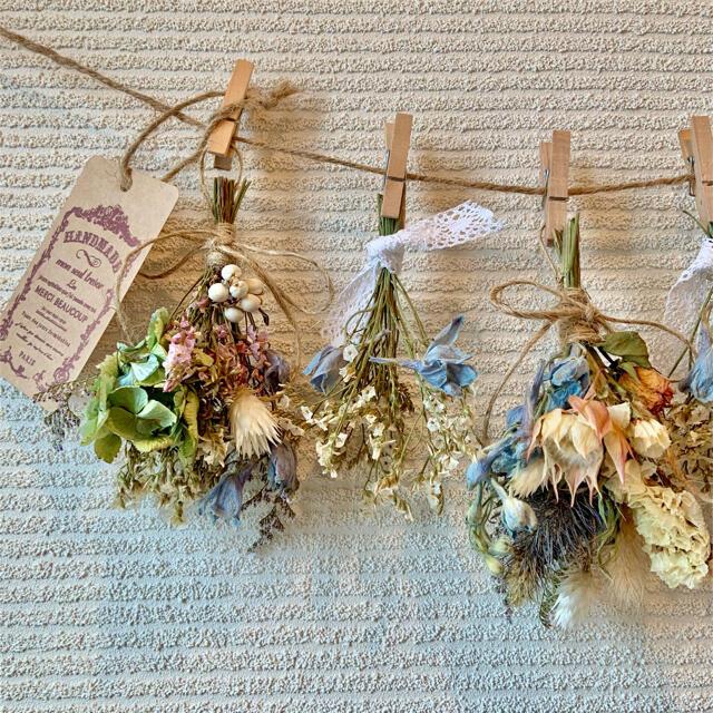 お花たっぷりドライフラワー スワッグ ガーランド❁112水色ブルー白 花束♪ ハンドメイドのフラワー/ガーデン(ドライフラワー)の商品写真