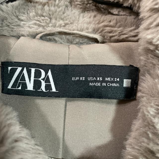 ZARA(ザラ)のZARA アウター レディースのジャケット/アウター(毛皮/ファーコート)の商品写真