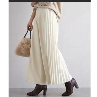 ナチュラルクチュール(natural couture)のLa-gemme サイドプリーツパンツ 新品未使用タグ付 ホワイト Mサイズ(カジュアルパンツ)