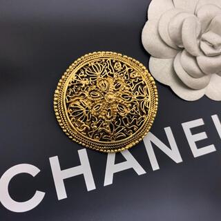 シャネル(CHANEL)の激レア&極美品!ヴィンテージ シャネル 盾型 フラワー細工 ブローチ(ブローチ/コサージュ)