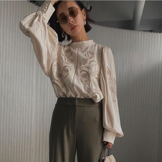 Ameri VINTAGE - LADY EMBROIDERY PUFF BLOUSE