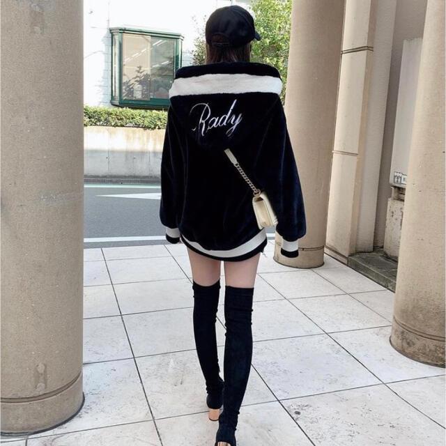 Rady(レディー)のrady ファーフーディ  ファーコート ブルゾン アウター Mサイズ レディースのジャケット/アウター(毛皮/ファーコート)の商品写真
