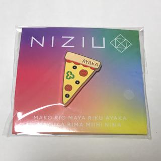 NiziU アヤカ ピンバッチ ピンバッジ Make you happy