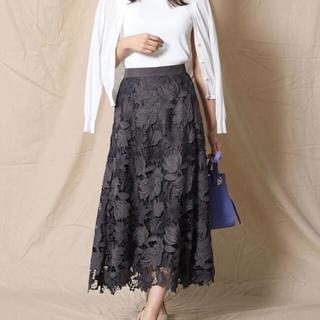 JUSGLITTY - JUSGLITTY スエードレース刺繍フレアスカート グレー
