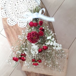 真っ赤なダリアとバラと小花のドライフラワースワッグ 花束 ブーケ(ドライフラワー)