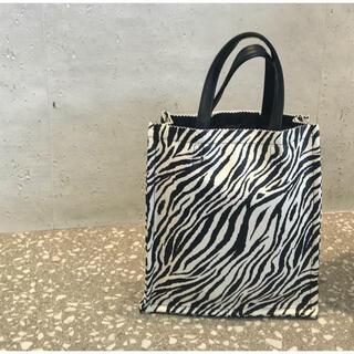 アメリヴィンテージ(Ameri VINTAGE)のゼブラスクエアトート zebra アニマル 柄 動物 レディース バッグ(トートバッグ)
