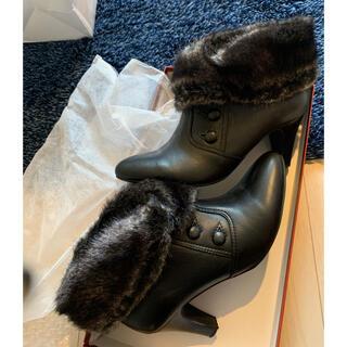 ピッティ(Pitti)のpitti 黒 ファー付きショートブーツ 24EE(ブーツ)