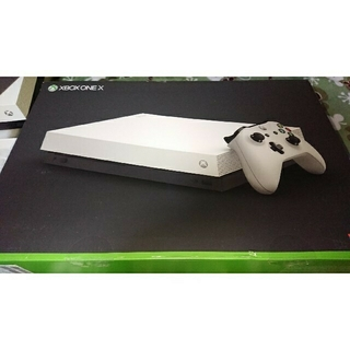 エックスボックス(Xbox)のxbox one x スペシャルエディション ホワイト(家庭用ゲーム機本体)