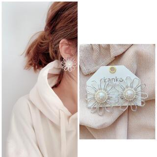 ビーズ刺繍【シルバーのお花】(イヤリング)