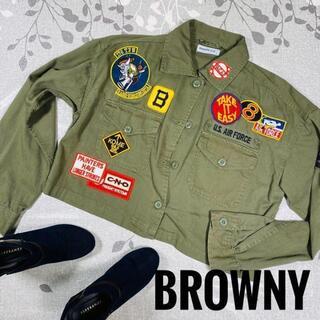 ブラウニービー(Brownie bee)のミリタリージャケット風シャツカーキーワッペンロゴ付き(Tシャツ(長袖/七分))