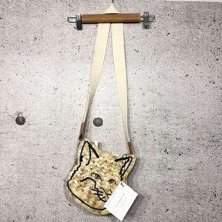 メゾンキツネ(MAISON KITSUNE')の新品 未使用 メゾンキツネ ショルダーバッグ ストローバッグ 刺繍 巾着 編込み(ショルダーバッグ)