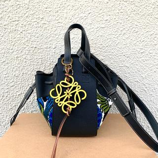 ロエベ(LOEWE)のLOEWE ハンモック 刺繍 フローラル ネイビー スモール 正規品(ハンドバッグ)