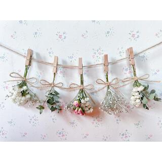 サーモンピンクのバラとかすみ草とユーカリのホワイトドライフラワーガーランド♡(ドライフラワー)