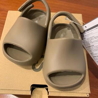 アディダス(adidas)の【新品】adidas yeezy slide infant ベビー サンダル(サンダル)