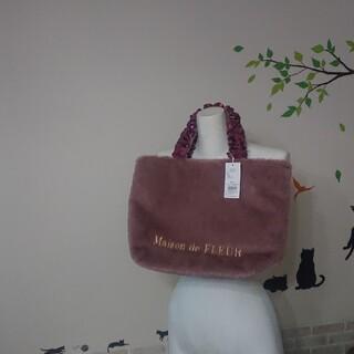 メゾンドフルール(Maison de FLEUR)のメゾンドフルール 新品 ファーフリルハンドル トートバッグ ダークピンク(トートバッグ)