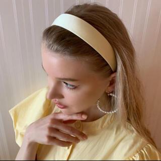 スナイデル(snidel)のsatin headband lemon(カチューシャ)