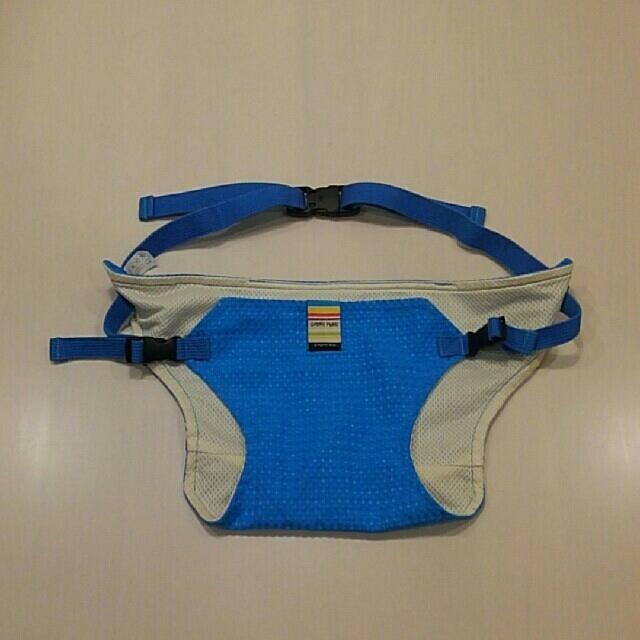 CALEE(キャリー)のとんきち様専用 キャリフリー チェアベルト ブルーとバッグの2点セット キッズ/ベビー/マタニティの授乳/お食事用品(その他)の商品写真