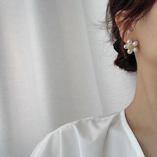 ザラ(ZARA)のpearl flower pierce ✾(ピアス)