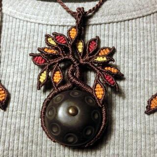 ハンドパンネックレス マクラメ M045 handpanman 生活の木 紅葉(ネックレス)