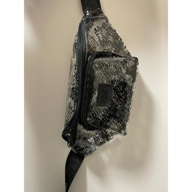 Victoria's Secret(ヴィクトリアズシークレット)のVictoria's Secret PINK  レディースのバッグ(ボディバッグ/ウエストポーチ)の商品写真