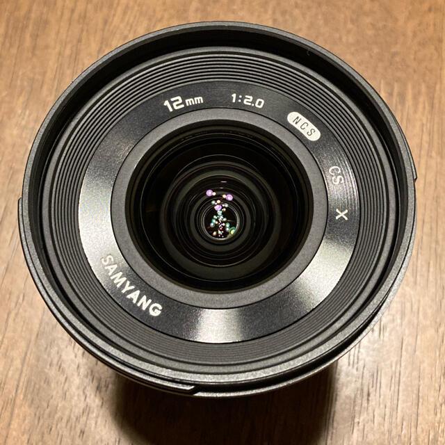 富士フイルム(フジフイルム)のSAMYANG 12mm F2.0 NCS CS ブラック フジXマウント スマホ/家電/カメラのカメラ(レンズ(単焦点))の商品写真