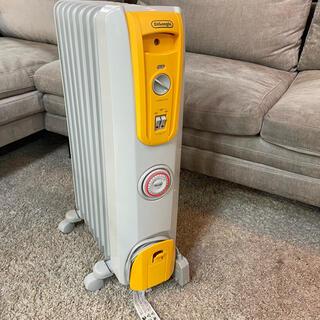 デロンギ(DeLonghi)の美品⭐️デロンギ オイルヒーター 3〜8畳用 H770812EFS-YW(オイルヒーター)