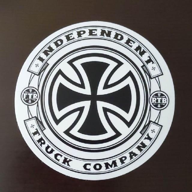 INDEPENDENT(インディペンデント)の(直径12.8cm) INDEPENDENT ステッカー スポーツ/アウトドアのスポーツ/アウトドア その他(スケートボード)の商品写真