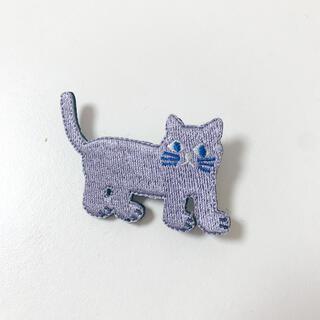 ソウソウ(SOU・SOU)の猫 刺繍ブローチ 灰色(コサージュ/ブローチ)