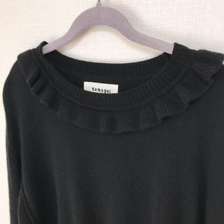 ツムグ(tumugu)の襟元のフリルがかわいい♡tumugu:  ツムグ 黒色セーター(ニット/セーター)