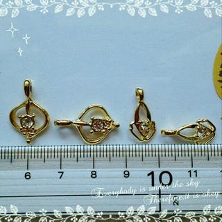 (8個)クリアストーン付ゴールドチャームの通販 by 無言直接購入申請お断り!承認しません!|ラクマ