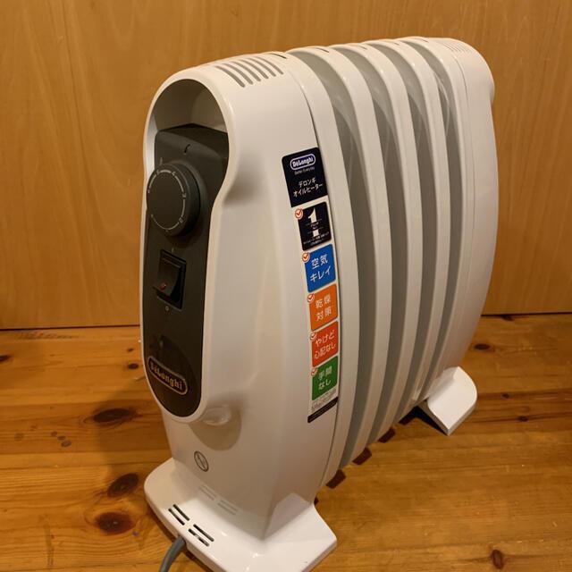 DeLonghi(デロンギ)のデロンギ NJ0505E(ピュアホワイト+ブラック) オイルヒーター 500W スマホ/家電/カメラの冷暖房/空調(オイルヒーター)の商品写真