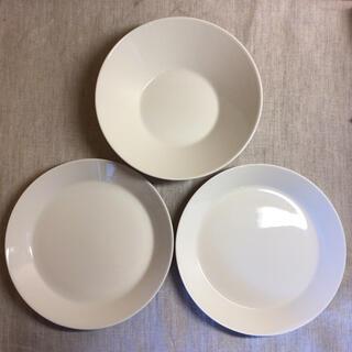イッタラ(iittala)のイッタラ ティーマ ホワイト 21cm プレート2枚 ボウル1枚 計3点(食器)