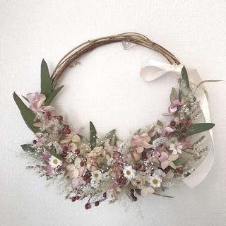 水無月紫陽花と小花の三日月リース  ドライフラワーリース(ドライフラワー)