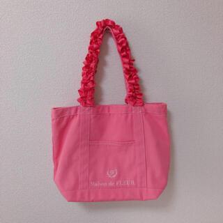 メゾンドフルール(Maison de FLEUR)の美品 メゾンドフルール  フリルハンドル トート M 肩掛け ピンク(トートバッグ)