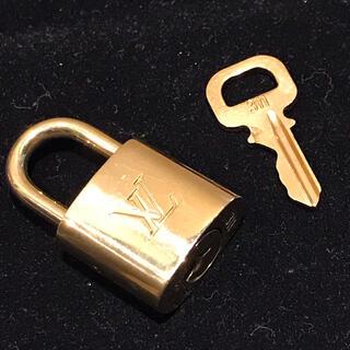 ルイヴィトン(LOUIS VUITTON)のルイヴィトン Louis Vuitton パドロック 南京錠1個 カギ1本 新品(ハンドバッグ)