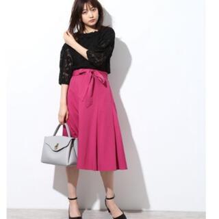 ヴィス(ViS)の(新品)ヴィス ベルト付きAラインスカート(ひざ丈スカート)