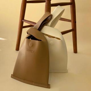 カスタネ(Kastane)のlawgy hang bag ハンドバッグ(4/14まで)(ハンドバッグ)
