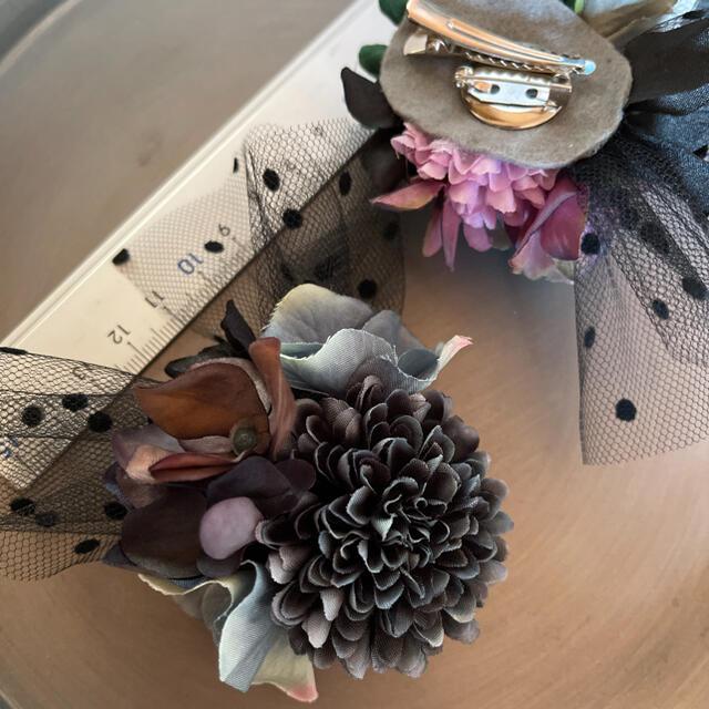 toytoy610 小さめコサージュ  【グレー】髪飾り 卒業 入学 結婚式 ハンドメイドのアクセサリー(コサージュ/ブローチ)の商品写真