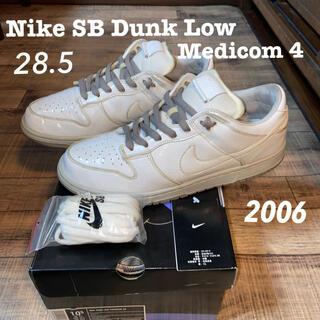 ナイキ(NIKE)のNike SB Dunk Low Medicom 4(スニーカー)