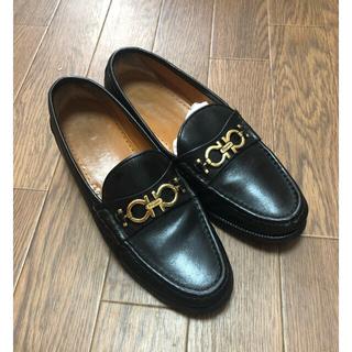 フェラガモ(Ferragamo)のフェラガモ ローファー 黒色(ローファー/革靴)