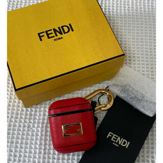 フェンディ(FENDI)の【新品】FENDI AirPodsケース(ヘッドフォン/イヤフォン)