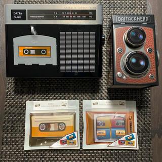 カルディ(KALDI)のKALDI ラジカセ缶とレフレックスカメラ缶とカセットチョコセット(菓子/デザート)