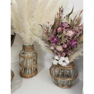 スリーコインズ(3COINS)のスリコ ガラスフラワーベース(花瓶)